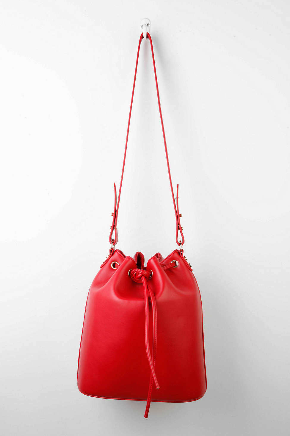 cooperative bucket bag