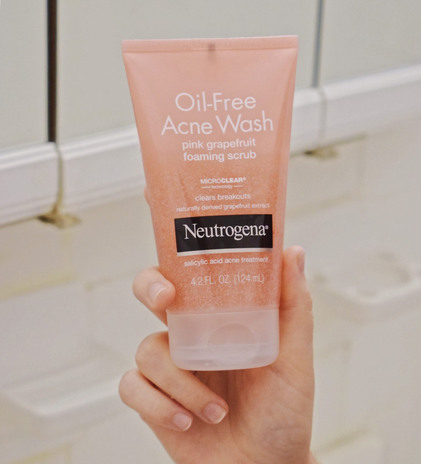 Confidently Clear Skin with NEUTROGENA® Pink Grapefruit
